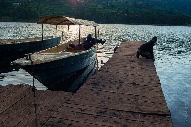 Африка Уганда озеро Буньйоні