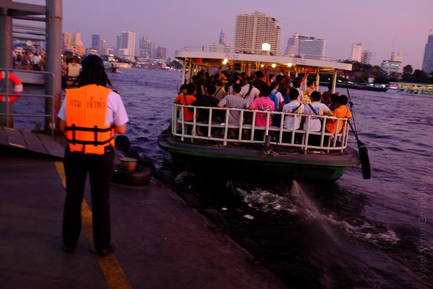 Таїланд Бангкок річковий транспорт