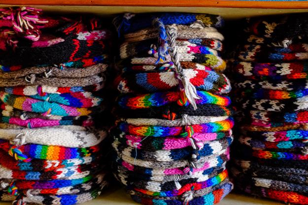 Одежа з Непалу, непальські шапочки