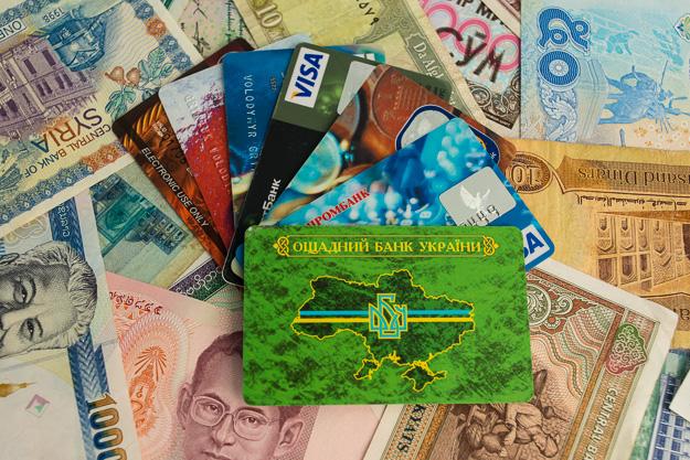 що краще брати закордон, долар чи євро